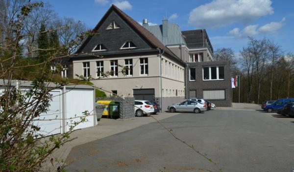 Klinik Deerth - Sicht vom Parkplatz